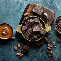 """Schokolade, Kaffee oder auch Bier: das alles sind sehr beliebte Lebensmittel, welche wirklich gern genossen werden. Und alle haben sie etwas gemeinsam: sie enthalten Bitterstoffe. 🍫🍺☕ Ebenso wie auch einige Salatsorten, Kräuter oder auch Obst, wie zum Beispiel Grapefruits. Viele mögen einen richtig bitteren Geschmack auf der Zunge eher weniger. Das ist allerdings sehr schade, denn Bitterstoffe sind unheimlich gesund für den Körper. 🤯💪 Welche Vorteile Bitterstoffe haben und in welchen Lebensmitteln ihr sie findet, könnt ihr in unserem neuen Artikel """"Bitterstoffe"""" lesen. 📖 Natürlich findet ihr hier auch wieder köstliche Monsieur Cuisine Rezepte. 🤤 Ihr findet den Artikel und alle Rezepte in der Monsieur Cuisine App oder direkt hier in unserer Story und in unserem Highlight """"Magazin"""". 🔝 • • • #bitterstoffe #mcmagazin #monsieurcuisineoriginal #monsieurcuisineeditionplus #monsieurcuisineconnect #monsieurcuisine #monsieurcuisinerezept #monsieurcuisinerezepte #foodstagram #foodgasm #foodspiration #rezepte #leckerschmecker #recipes #foodlover #healthy #lecker #sogesund #essenistliebe #bitterliebe #entschlackend #smoothiebowl #healthy #schokolade #kaffee #bier #salat #kurkuma #ingwer"""