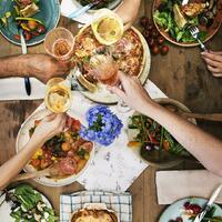 """Einen richtig guten Wein, eine frische Sommerbrise, Freunde und Familie und dazu noch köstliches Essen mit viel frischem Gemüse, Kräutern und Olivenöl: Das klingt nach Mittelmeer und Sommerurlaub. 🍷☀️ Mit den richtigen Zutaten holst du dir die Mittelmeerleckereien in deine Küche. Was du alles benötigst und warum es so gesund ist, sich mediterran zu ernähren, kannst du in unserem neuen Artikel """"Mediterrane Küche"""" lesen. Natürlich gibt es auch mediterrane Monsieur Cuisine Rezepte für dich. 😜 Viel Freude beim Nachkochen! Den Link zum Artikel findest du in unserer Story und in unserem Highlight """"Magazin"""".🔝 • • • #mediterranekueche #mcmagazin #monsieurcuisineoriginal #monsieurcuisineeditionplus #monsieurcuisineconnect #monsieurcuisine #monsieurcuisinerezept #monsieurcuisinerezepte #foodstagram #foodgasm #foodspiration #rezepte #leckerschmecker #recipes #foodlover #healthy #lecker #sogesund #essenistliebe #italien #spanien #mittelmeer #griechenland #marokko #kroatien #tunesien #portugal #ägypten #fisch"""
